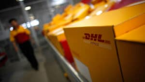 What does DHL and FedEx Tendered to Delivery Service Provider Mean? And What You Can Do