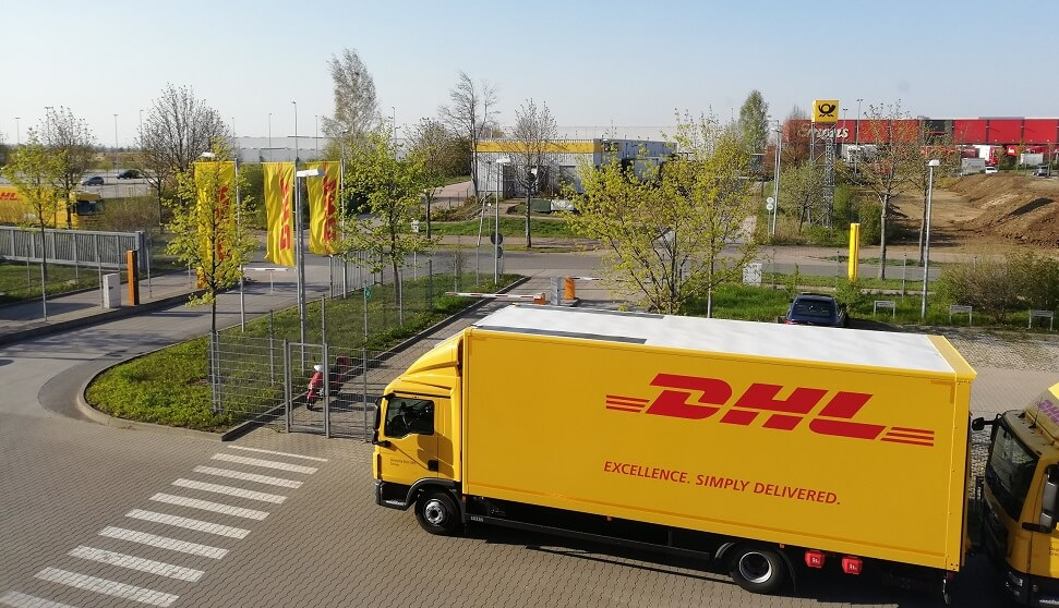 What does En Route to DHL eCommerce Distribution Center mean?